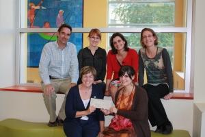 On retrouve sur la photo, de gauche à droite : Jean-François Bussières, Caroline Morin, Ema Ferreira, Brigitte Martin, Lise Gauthier, Carolina Marino.