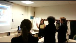Jennifer Corny, lors de la soutenance de sa thèse d'état de Docteur en pharmacie, à la Faculté Paris Descartes, le 19 décembre 2014.